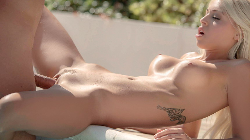 hot naked pic Hot Foxy Babes presents the hottest nude babes picture galleries!.