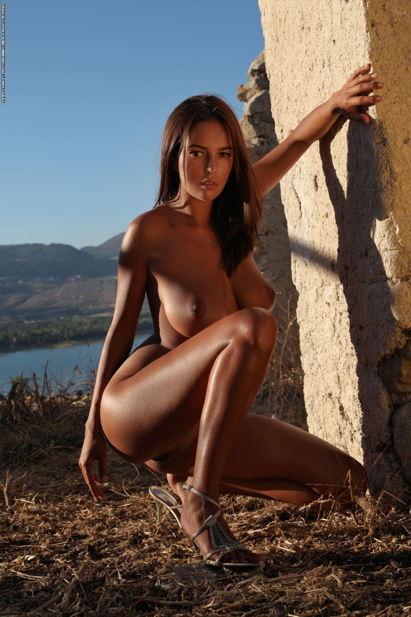 nude black girls outdoors