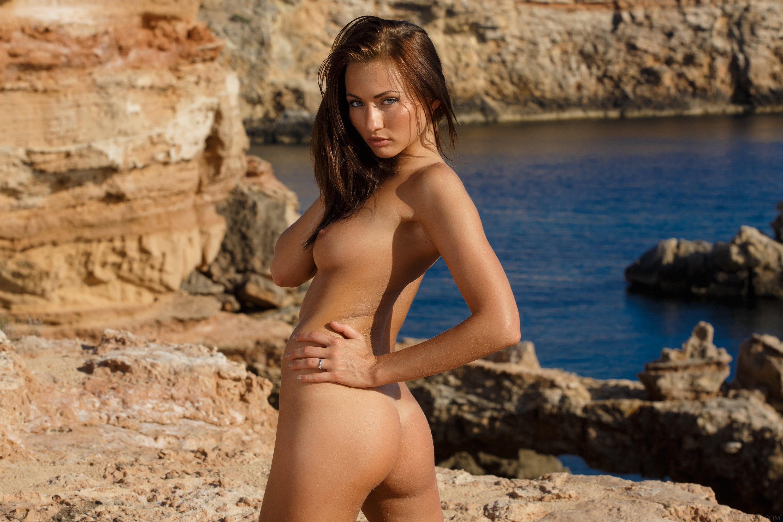 Naked babe posing on the rocks : Naked Girls